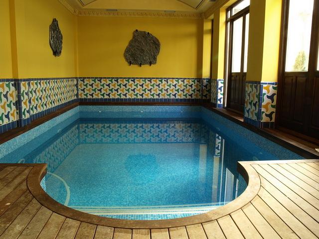Casa residencial familiar aislar de la pared obra del frio for Bricomania piscina